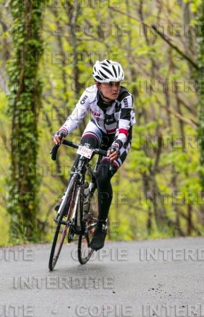 Le regard loin devant....podium 1° féminine sur la Sidobre